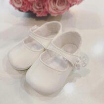Pantofiori albi lucioși cu floricică Cuquito