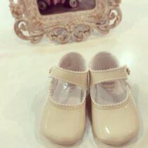 Pantofiori bej lucioși Cuquito