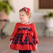 Rochie roșie în carouri, Miranda