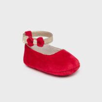 Pantofi roșii din catifea, Mayoral