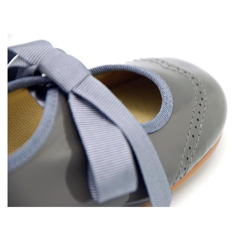 Balerini din piele pentru fete. Fabricati din piele naturala nappa 100%, cu finisaj de calitate premium.
